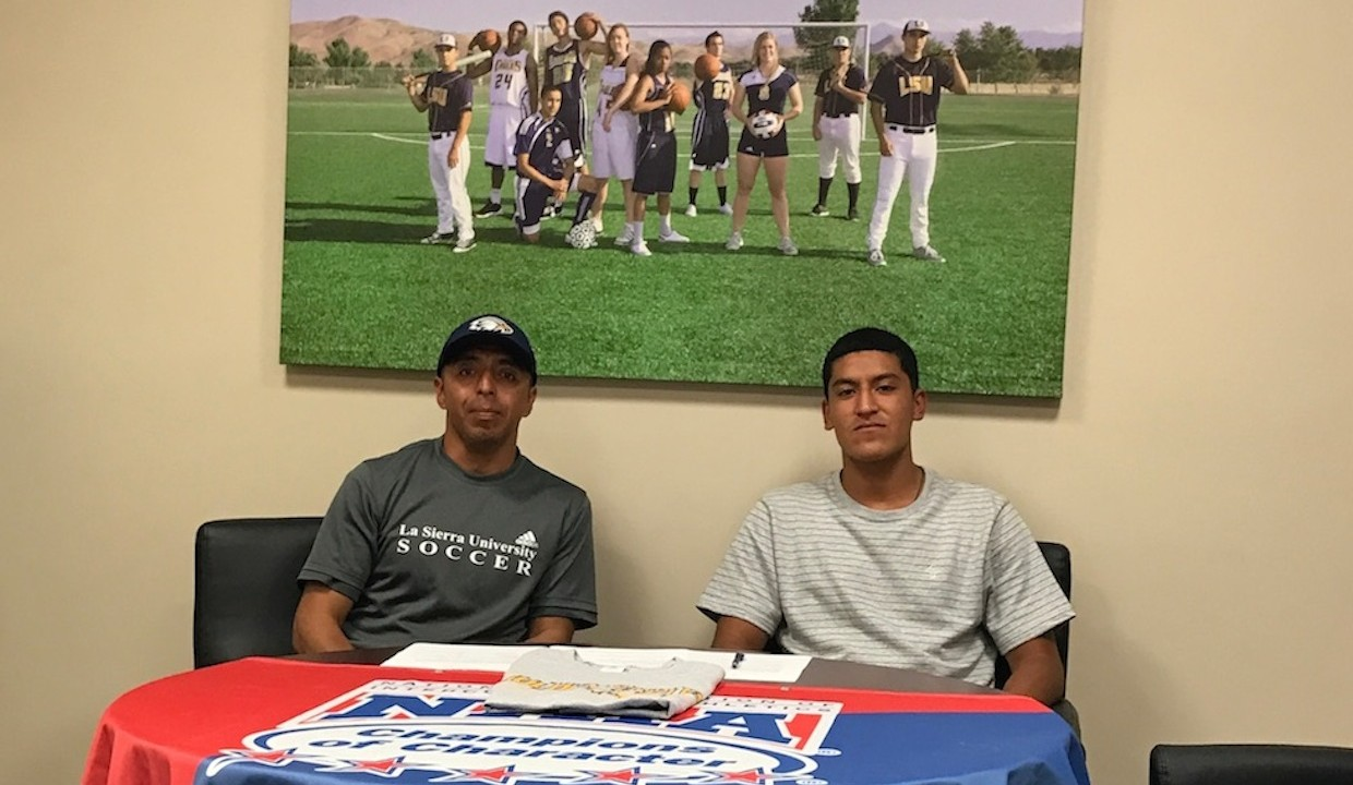 Photo for Luis Perez Signs with Men's Soccer