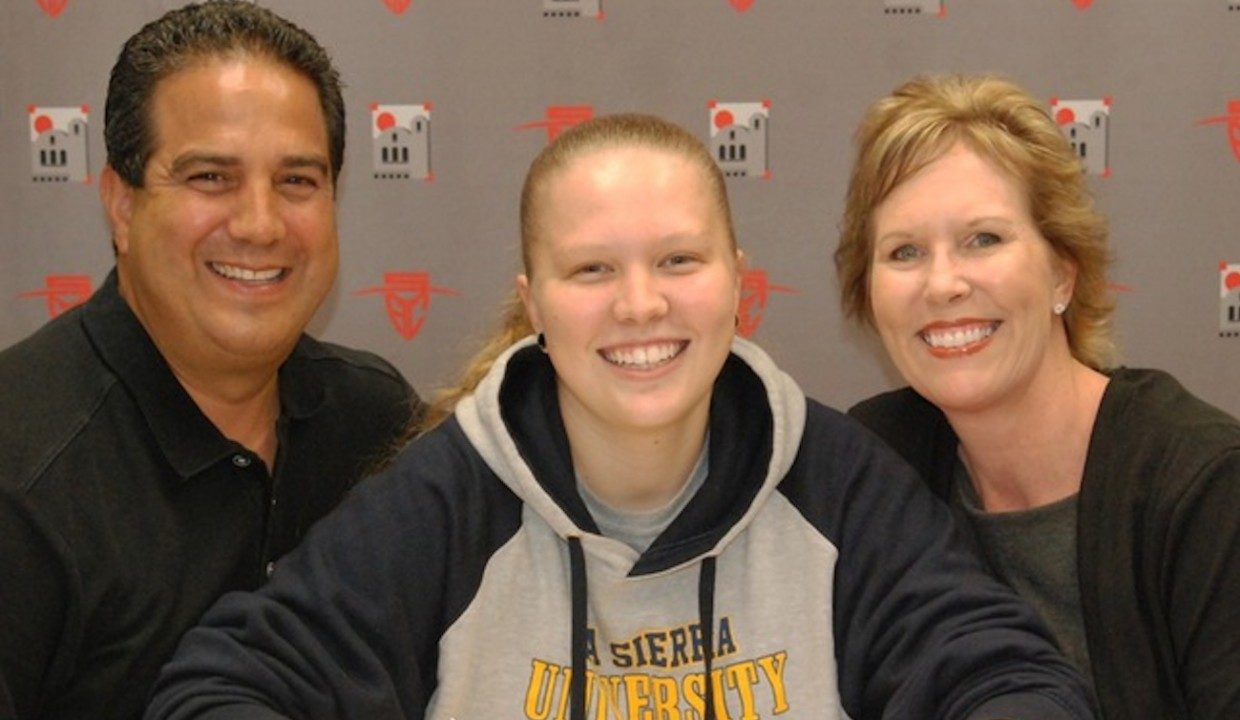 Photo for Ivicevic Signs With Women's Basketball